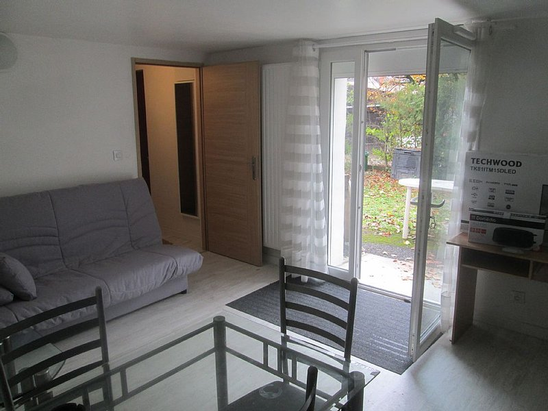 accommodation 2 rooms and living room with garden, holiday rental in Claix
