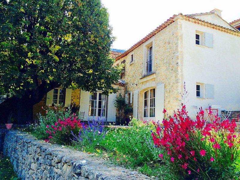Jolie maison de campagne au pieds du Luberon à Castellet., holiday rental in Castellet