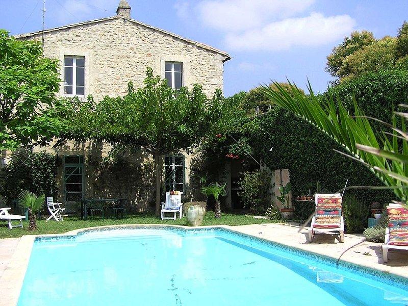 Appartement de plein pied avec piscine privative dans mas restauré, aluguéis de temporada em Galargues