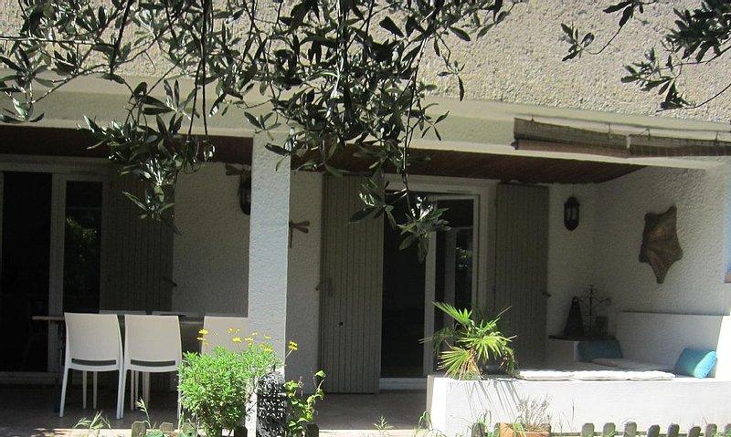 Maison idéale pour visiter Avignon (5mn) et ses environs, holiday rental in Les Angles