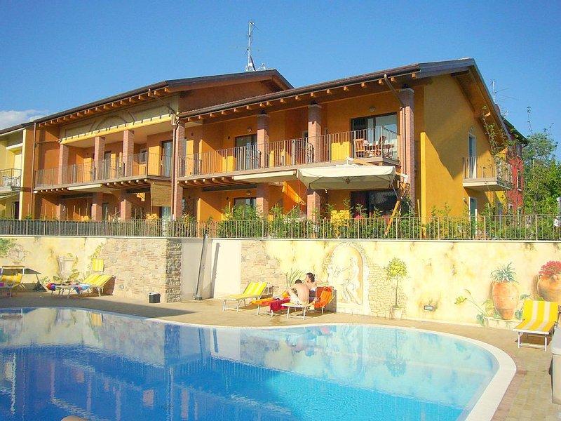 Appartement avec piscine, à proximité du lac de Garde, vacation rental in Cola