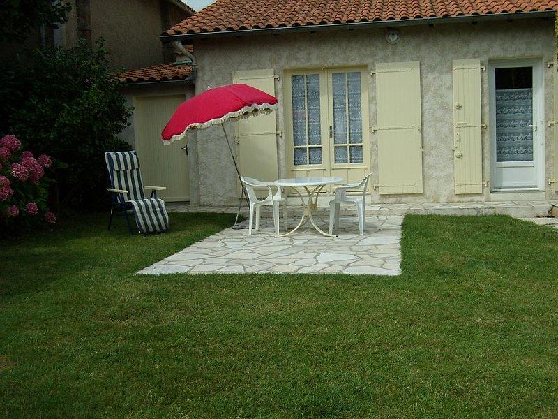 Logement 5p. à 2 pas de la plage avec jardin et terrasse  ++ tout à pied ++, casa vacanza a Meschers-sur-Gironde