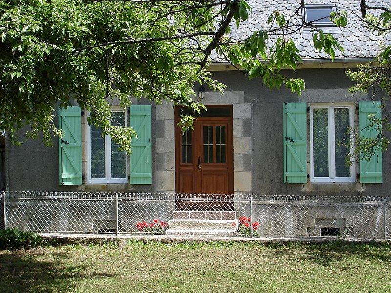 Gite La Grange  'Montruc' 15350 CHAMPAGNAC, holiday rental in Margerides