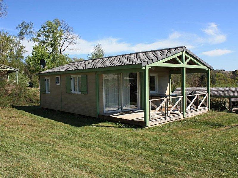 Chalet dans résidence de loisirs, tout confort, 2 chambres, grande terrasse,, holiday rental in Le Pescher