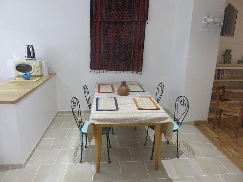 Meublé  3 étoiles tout confort, récemment  rénové , centre historique calme, alquiler vacacional en Saint-Julien-du-Verdon