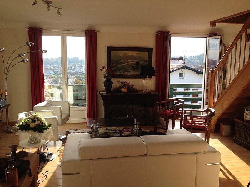 Appartement spacieux et lumineux colline de Bordagain très belle vue montagne, holiday rental in Ciboure