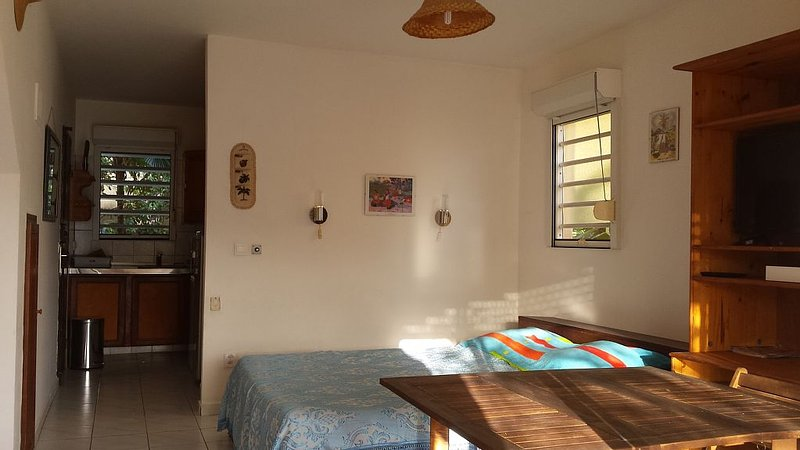 Charming apartment in quiet residence with swimmi, Ferienwohnung in Le Marin
