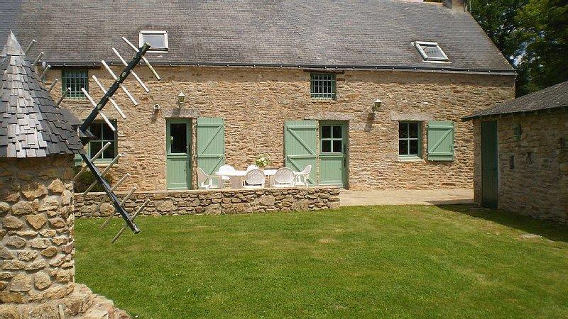 Maison de campagne entièrement rénovée., location de vacances à Saint-Lyphard