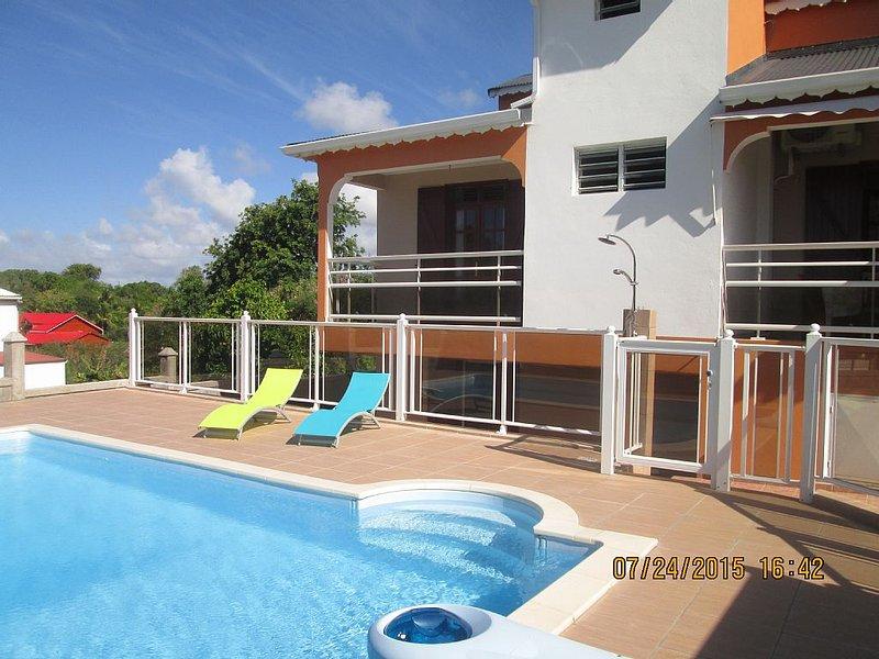 Bas de villa avec piscine, location de vacances à Le Moule