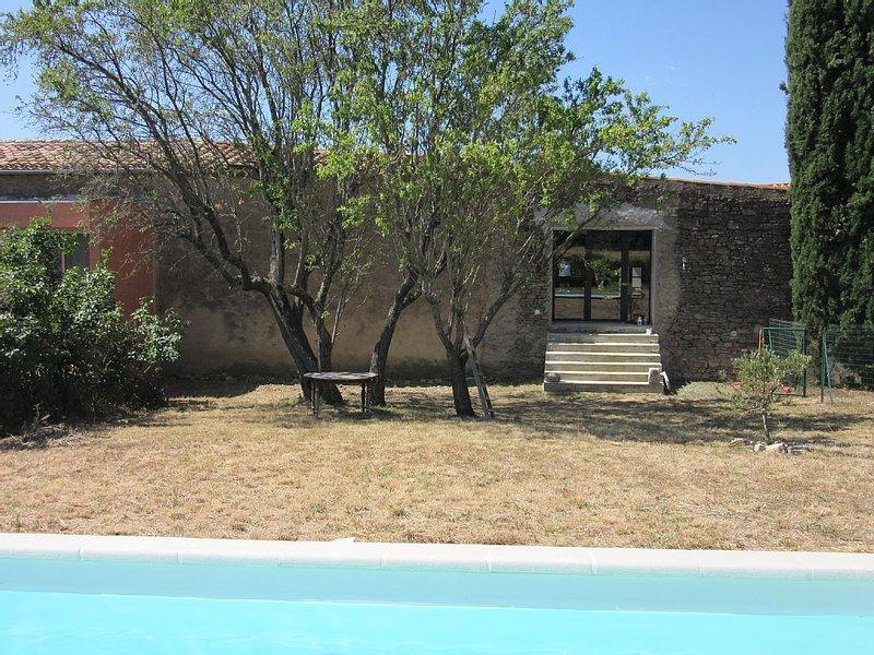 Une grange au cœur du Minervois avec jardin et piscine (Languedoc), holiday rental in Aigne