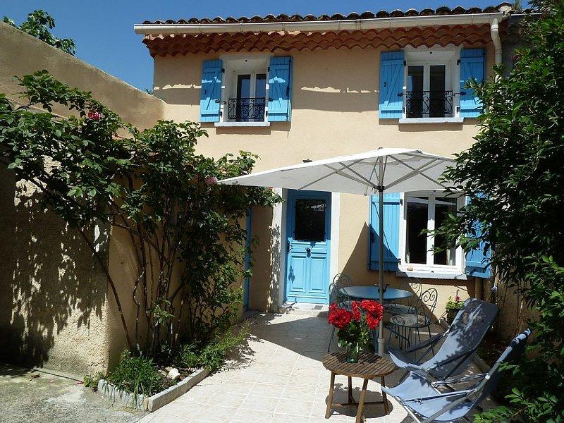 Gite de charme rénové avec goût au coeur du Vaucluse, casa vacanza a Pernes-les-Fontaines