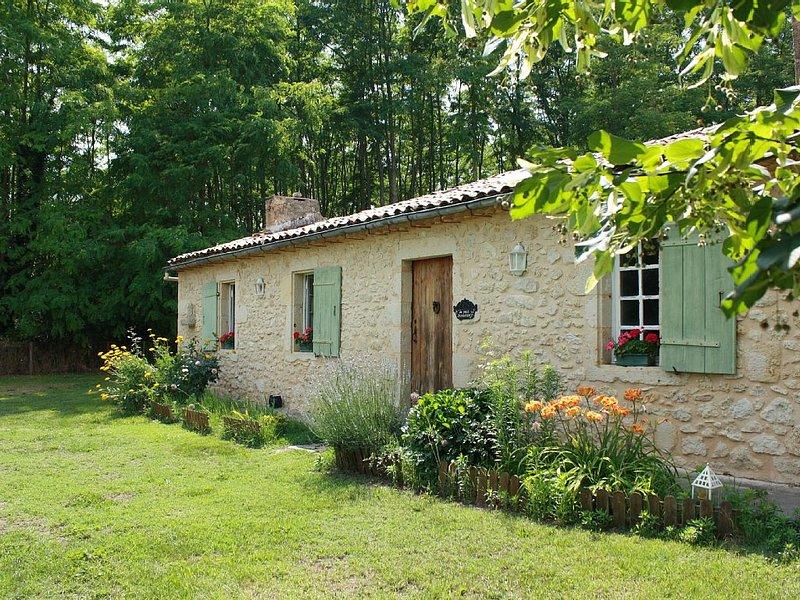 Maison de campagne du XVIIIe, entre forêt des Landes et châteaux du Sauternais., alquiler vacacional en Pujols-Sur-Ciron