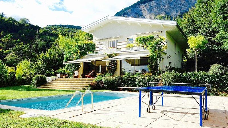 Superbe maison privatisée, vue exceptionnelle sur les Alpes!, location de vacances à Venon