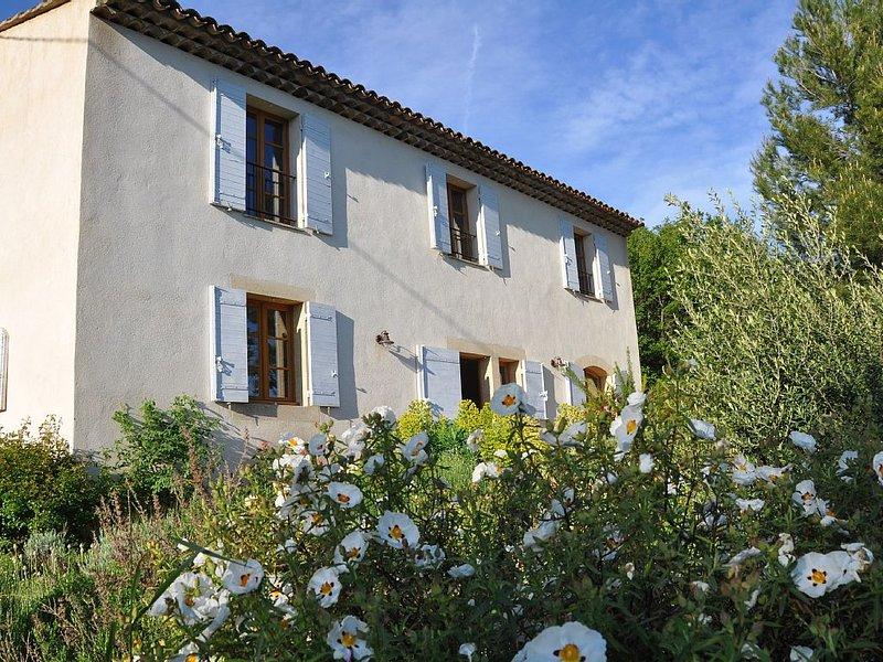Bastide provençale au calme dans la verdure, holiday rental in Rians