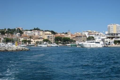 Appart 4 pers rénové cette année Park. P - Plages/CV/Port à 5 min à pieds calme, holiday rental in Sainte-Maxime