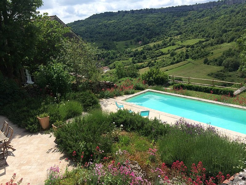 PROMO Bourgogne, près Meursault, Charming home 4 * with swimming-pool, Burgundy, vacation rental in Chassagne-Montrachet
