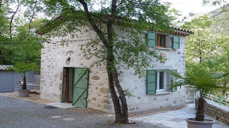 Le mazet de la Vis, dans un décor naturel magique, location de vacances à Gorniès