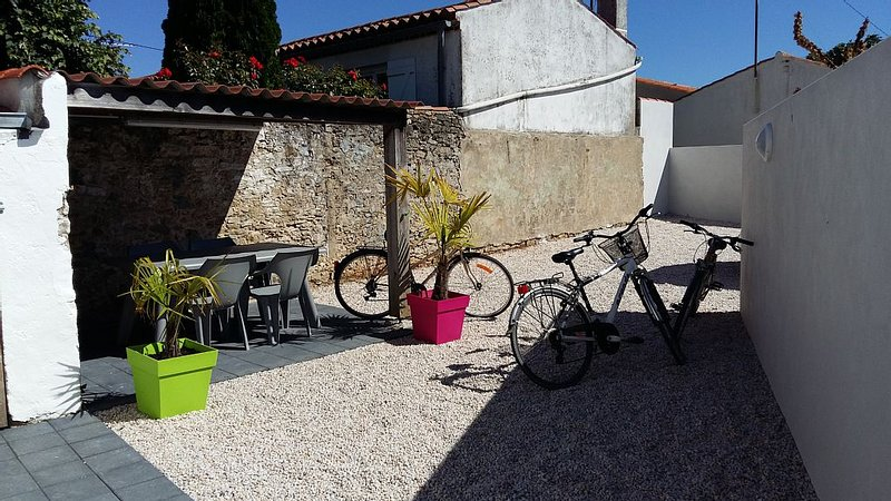 maison+vélos 5 personnes à 2 km de la plage limite Les Sables d'Olonn, aluguéis de temporada em Olonne-sur-Mer