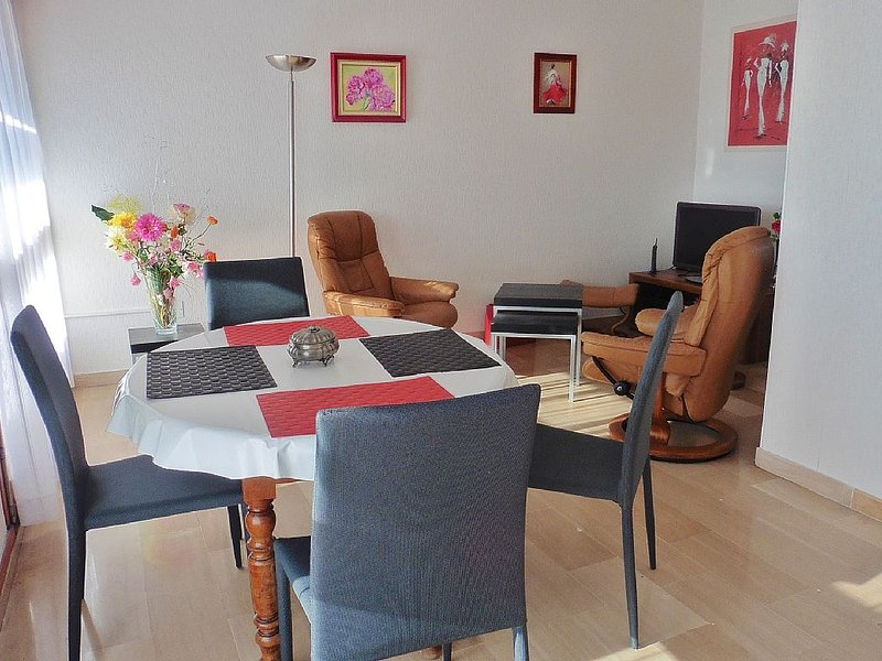 Appartement balcon calme centre ville +/-garage, holiday rental in Avignon