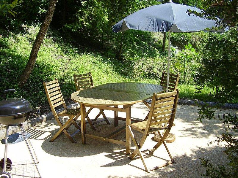 Villa Savoye (Chessenaz), jardin, balcon, près d'Annecy, Genève. Calme., location de vacances à Bellegarde-sur-Valserine