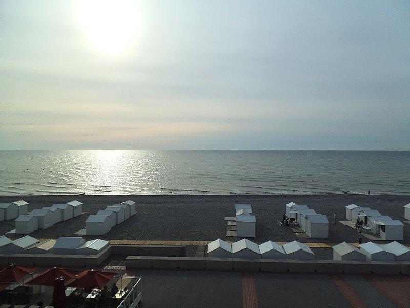 LE BATEAU Appartement lumineux face mer et plage, vacation rental in Mers-les-Bains
