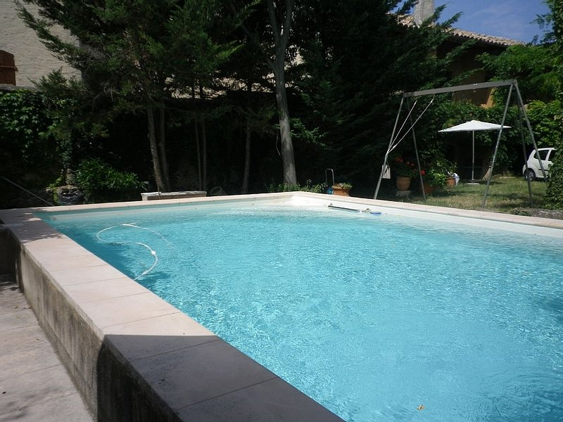 Maison avec piscine dans un village de charme, vacation rental in Gaujac