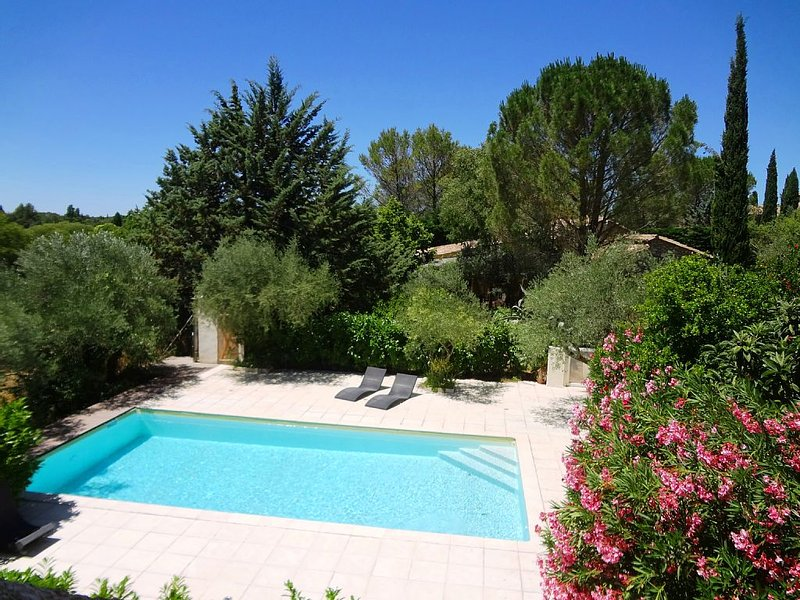 Very quiet, piscine10X5, design 70m², 2 bedrooms, private terrace., Parking, ai, location de vacances à Sanilhac-Sagriès