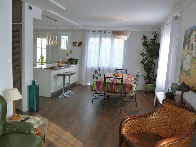APPARTEMENT LUMINEUX AVEC JARDIN PRIVE (près commerces, transports, parc...), location de vacances à Perpignan
