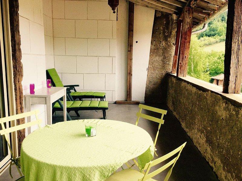 Rendez vous en terre Cathare- Ancien café- Maison a colombages du XVIIème, holiday rental in Rivel