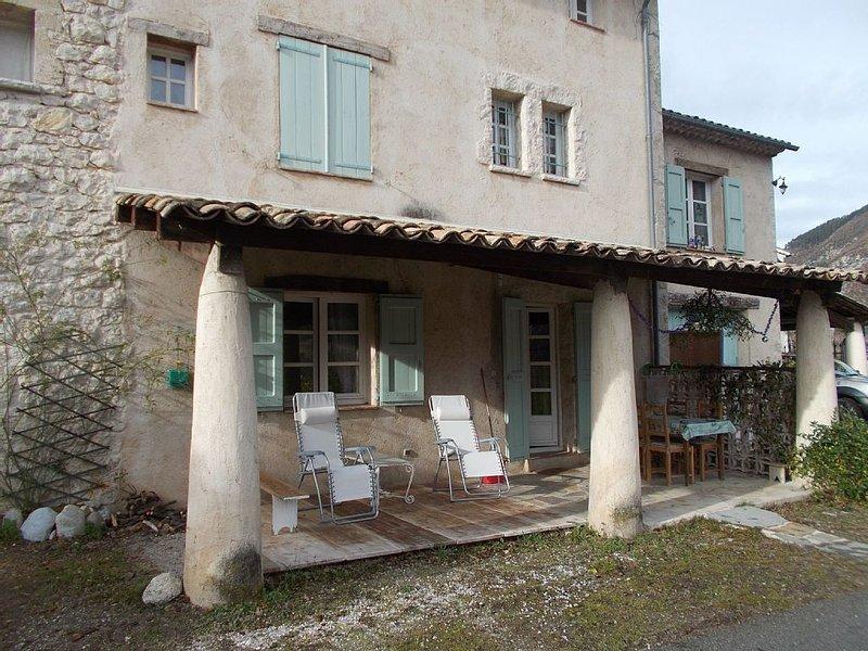 JOLI APPARTEMENT CALME SOUS VILLA (MASSACAN), vacation rental in Le Fugeret