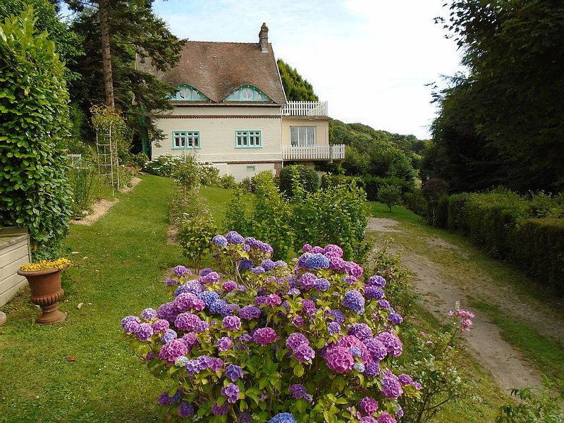 Bel appartement normand dans maison de caractère à 200m de la plage, vacation rental in Sassetot-le-Mauconduit