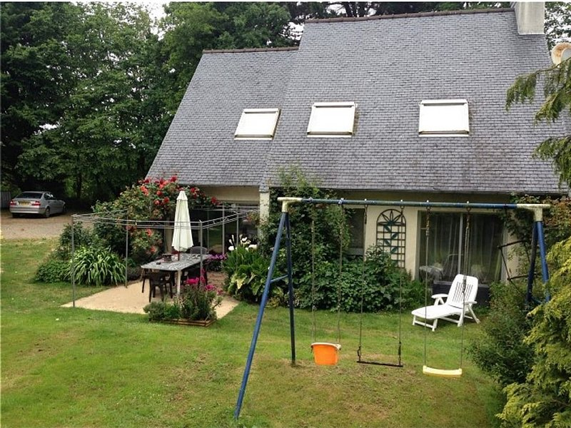 quiet house between sea and forest near Perros-Guirec, vacation rental in Louannec