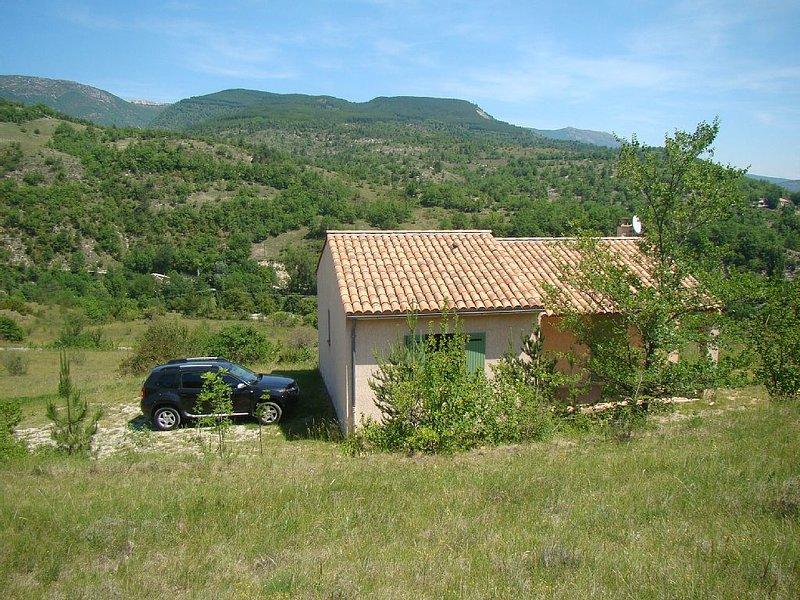 Villa dans les gorges de la Méouge avec vue sur la vallée, holiday rental in Ribiers