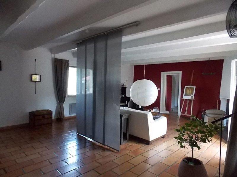 Entre ville mer et campagne maison  4 couchages , grande pièce de vie et jardin, location de vacances à Sainte-Soulle