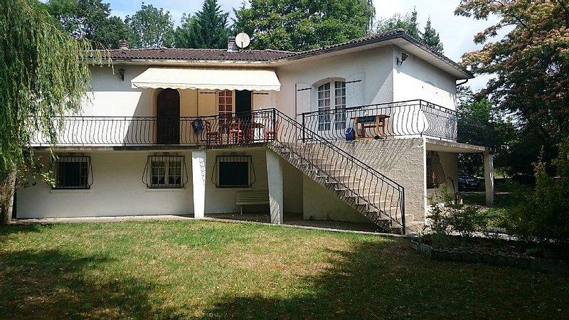 Maison independante 5 chambres a moins de 5 min de saintes, vacation rental in Taillebourg