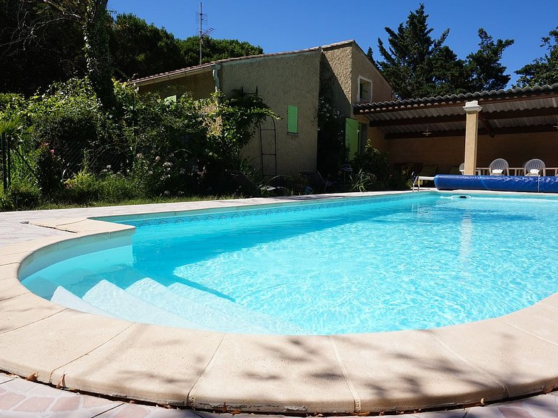 Villa provençale avec piscine privée, location de vacances à Suze-la-Rousse