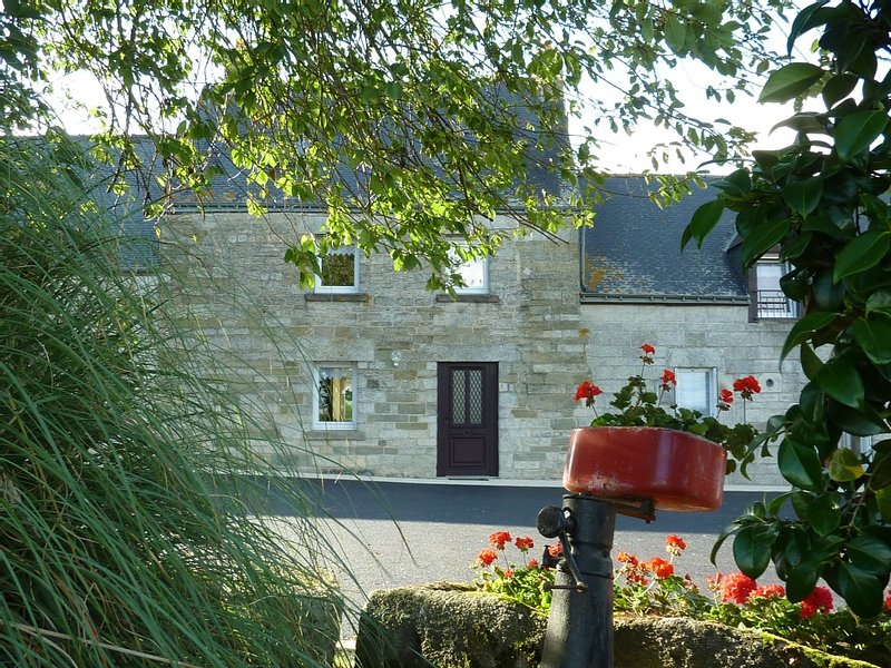 Gite typique près du Lac de Guerlédan -Typical cottage in Brittany, vacation rental in Noyal Pontivy
