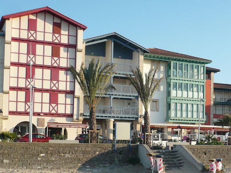 Appartement bord de mer 4 pieces 8 couchages parking, alquiler vacacional en Hendaya