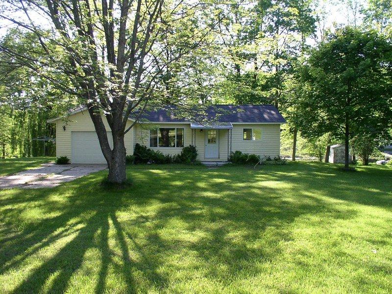 South Dease Lake - Cottage, casa vacanza a Hale