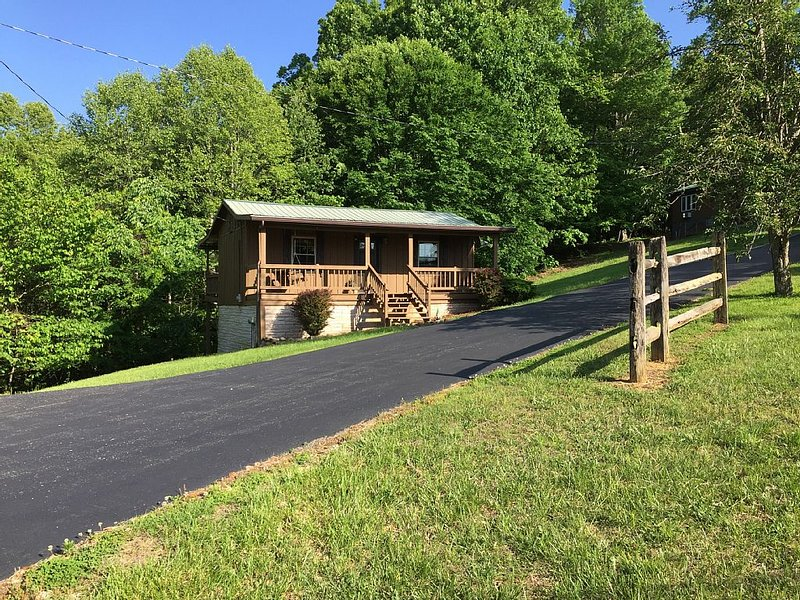 The Bear's Den/Dale Hollow Lake/Minutes To Sunset, Star Point And Eagle Cove, vacation rental in Albany