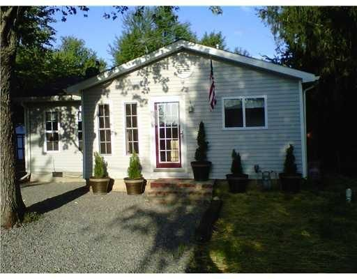 Cozy Cottage Getaway at Indian Lake!, vacation rental in Belle Center