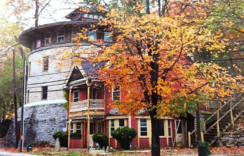 The Station House - Discover Historic Downtown Eureka Springs, holiday rental in Eureka Springs
