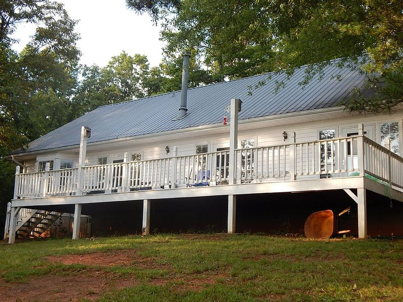 Bright, Cheerful, Spacious Home With Lovely Views Of The Great Smoky Mountains!!, location de vacances à Franklin