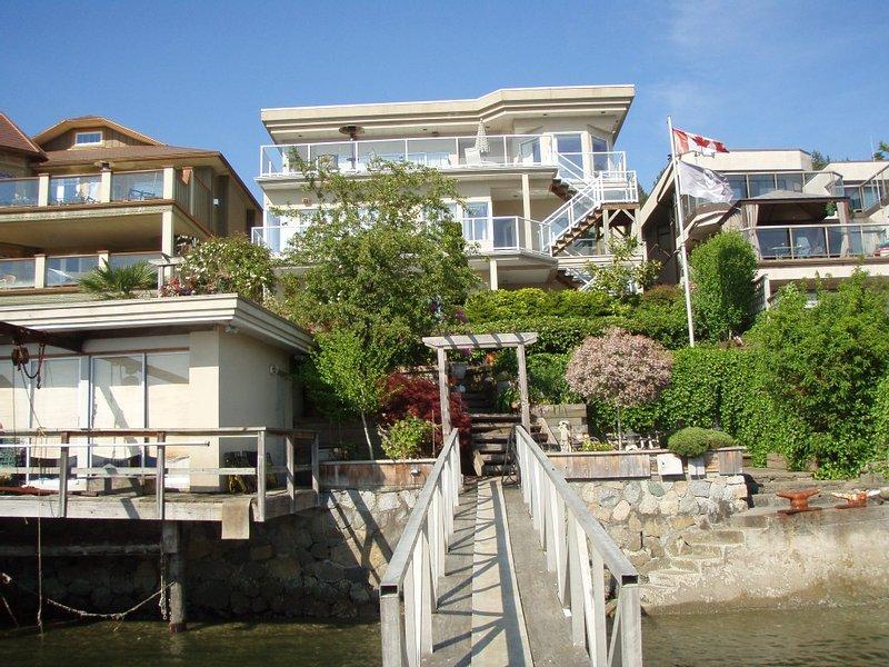 Sea Coast Inn - Beach Front Getaway, alquiler de vacaciones en Port Coquitlam