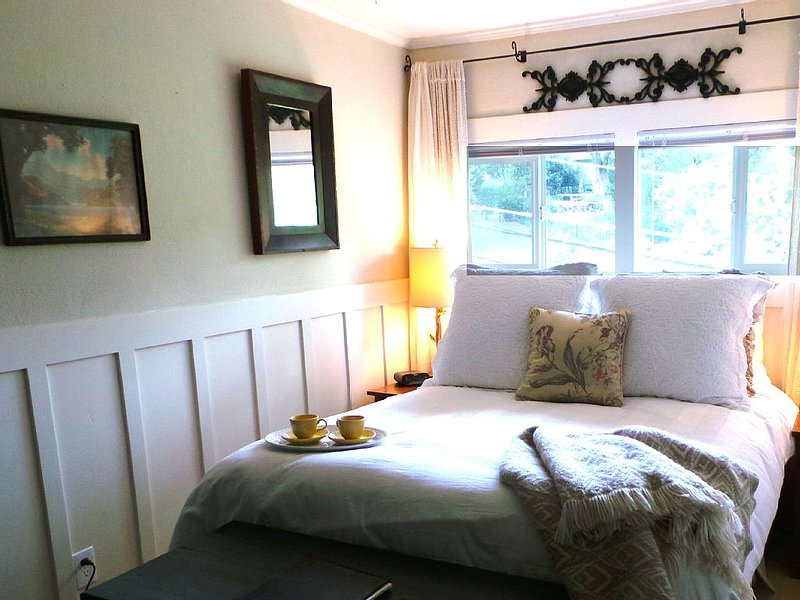 Luxury Guest Apartments-Walking To Main St Placerville - Iris Suite, holiday rental in Pollock Pines