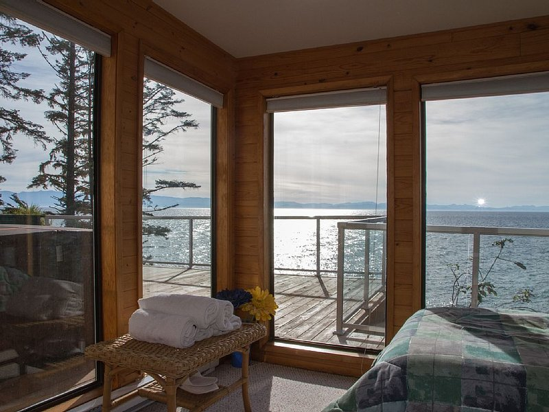 Waterfront home with jaw-dropping views, easy beach access, hot tub, vacation rental in Sooke