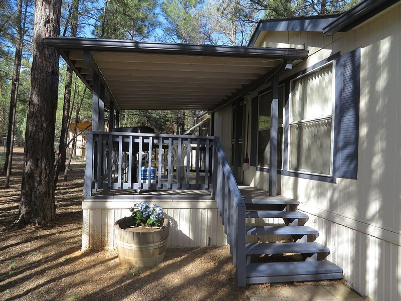Cozy Manufactured Home in the White Mountains - private deck, free Wifi, holiday rental in Show Low