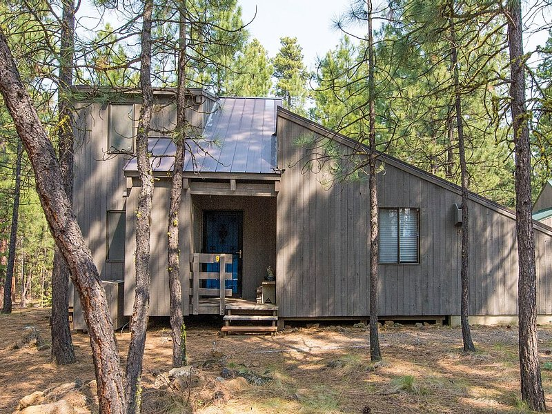 Family Oriented Cabin At Black Butte Ranch, holiday rental in Sisters