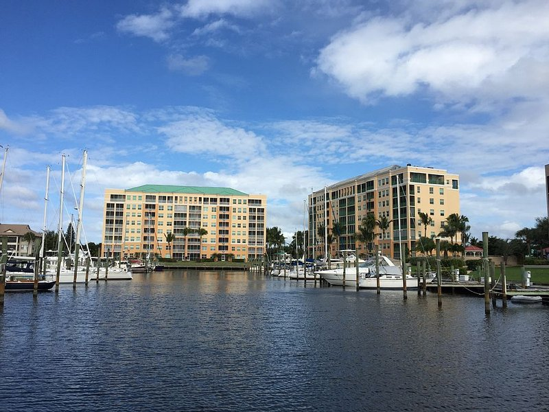 Burnt Store Marina- Harbor Towers,  2BR, Gulf View, Pool & Marina, Screen Lanai, vacation rental in Punta Gorda