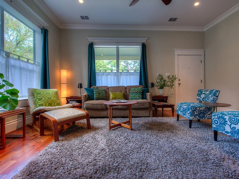 Luxe Spa Gem of East Austin! Walk Downtown, Rainey St & E. 6th St., vacation rental in Austin